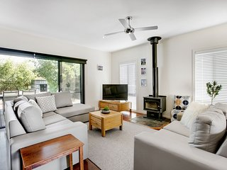 Charchies by the Sea - Blairgowrie Retreat with WiFi, Netflix, Open Fireplace, P