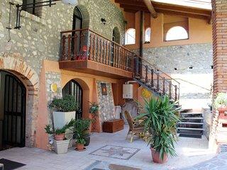 Felice: central located - Rustic charm near Lake Garda
