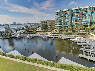 NEW LISTING! Bayfront condo w/ deck & shared pool/hot tub/sauna/tennis/gym!