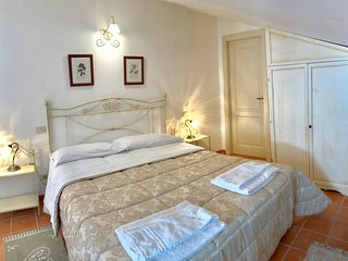 Tresino spacious apartment in country house near the sea