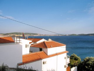 4 bedroom Apartment with Air Con, WiFi and Walk to Beach & Shops - 5641235