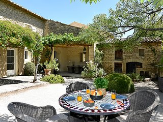 Coustellet Villa Sleeps 6 with Pool and WiFi - 5604782