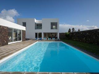 Villa Loureiro | Luxury Retreat