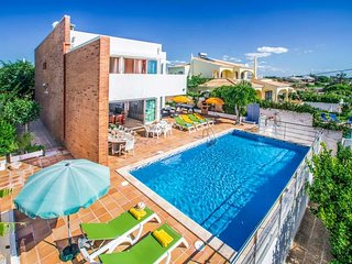 4 bedroom Villa with Air Con, WiFi and Walk to Beach & Shops - 5334377