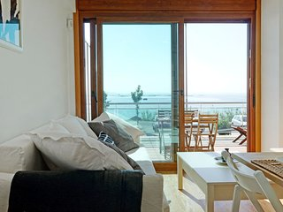 1 bedroom Apartment with WiFi and Walk to Beach & Shops - 5802068