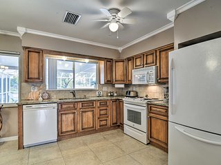 Central Lakefront Home - 6 Mi to St. Pete Beach!