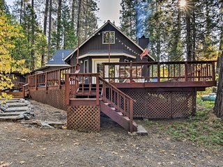 Arnold Cabin w/Fire Pit & Deck by Big Trees Park