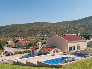 2 bedroom Villa in Mirt, Splitsko-Dalmatinska Županija, Croatia : ref 5563550