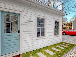 NEW LISTING! Cozy cottage in heart of downtown - walk to beach/Commercial St