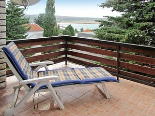 2 bedroom Villa with Air Con, WiFi and Walk to Beach & Shops - 5641019