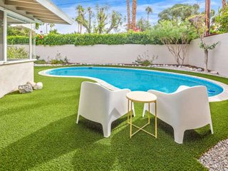 Relaxing Mid-century Modern Getaway in South Palm Desert, walk to hiking, dining