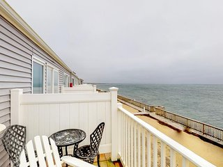 NEW LISTING! Beautiful bayfront condo, renovated-near beaches, lighthouses
