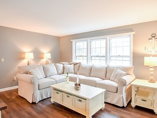 #708: Spacious home, large yard, sunroom, 2 minutes to Earle Road Beach!