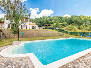 5 bedroom Villa in Nucleo Serre, The Marches, Italy : ref 5686827