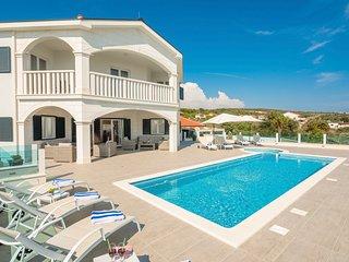 4 bedroom Villa in Dvornica, Sibensko-Kninska Zupanija, Croatia : ref 5688045