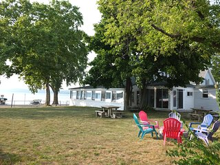 NEW!  Lil's on the Lake - Charming Family / Pet Friendly Cottage on Crystal Lake