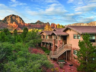 1 Bedroom Suite at RESORT with kitchen, access to pool & hot tub, popular trails