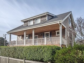 Gorgeous, Custom Home in Neskowin Near Beach and Golf Course is Heaven!