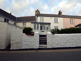 72409 Cottage situated in St Mawes