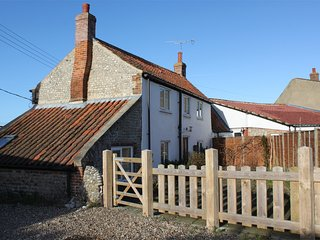 KT046 Cottage situated in Salthouse