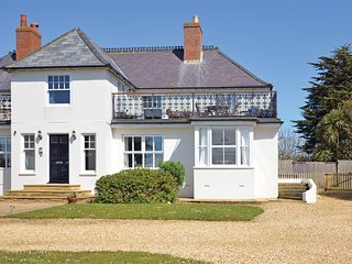 IC135 Apartment situated in Alum Bay