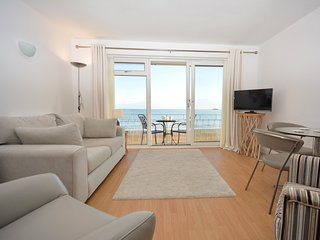 48140 Apartment situated in Saundersfoot