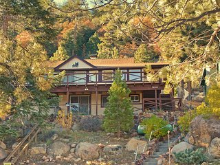 Breathtaking lake views, secluded cabin, sleeps 6