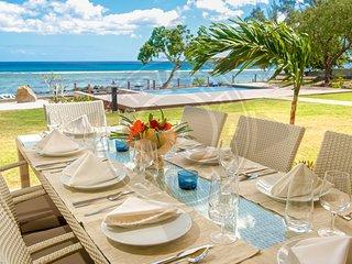 BEHO 4BR Beachfront Suite on Tamarin bay