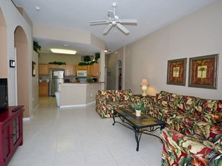 648CD. Comfortable 4 bedroom 3 Bath Pool Home In Gated Community
