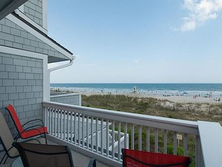 This ocean front end unit really lets the sun shine in!