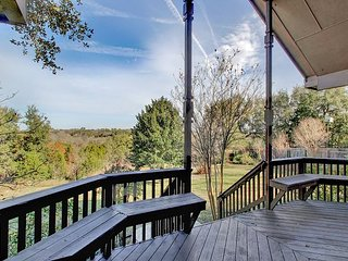 Fall Savings! Spacious, Secluded North Austin Lodge + Hike/Bike Trails