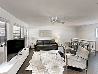 3BR/2BA Plush, Modern Condo,  Downtown Austin, Sleeps 8