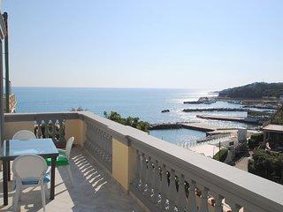 Con terrazza e splendida vista mare - Villa Fiorella p. 1°