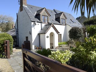 Brookside Cottage - cosy cottage, lawned garden, opposite village pub, sleeps 6