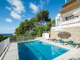 Miramar K, Apartment with sea view and private swimming pool in Cala Galdana