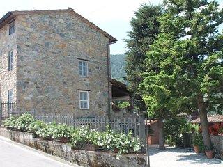 3 bedroom Villa in Castelvecchio Pascoli, Tuscany, Italy : ref 5693939