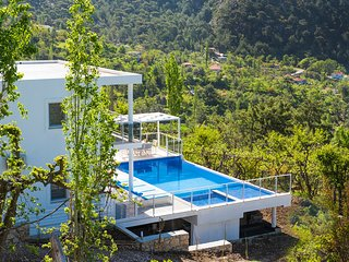 2 bedroom Villa with Pool and WiFi - 5690954
