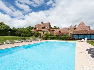 5 bedroom Villa in Rouffignac-Saint-Cernin-de-Reilhac, France - 5686820