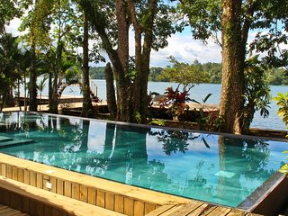 Tom´s Paradise, River Front View, Private Pool + Free WiFi
