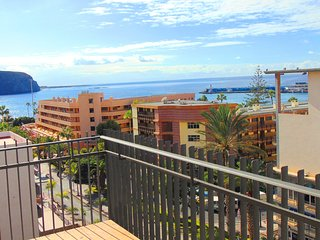 Contemporary 3 Bedroom Apartment. Stunning Sea Views. Central location.