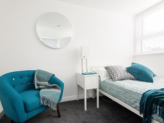 Brighton Square One-Bedroom Apartment (30)