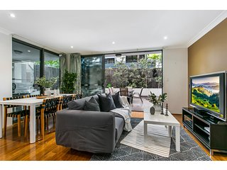 Large unit amid inner-city greenery close to CBD