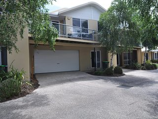 SANDPIPER 3 - CLOSE TO BEACH AND TOWN