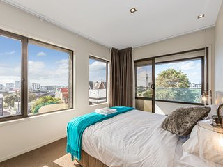 Stunning 1 BR Apt Off Symonds St with Incredible Views of Sky Tower