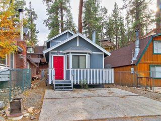 Cozy home in mountain location w/ fireplace and balcony - near lake and skiing