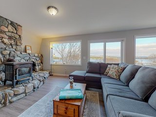 NEW LISTING! Waterfront cottage & suite w/ large deck & amazing harbor views!