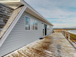 NEW LISTING! Charming cottage w/grill, private deck, and stunning ocean views!