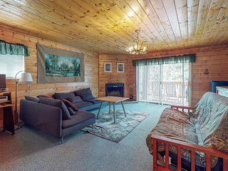 NEW LISTING! Dog-friendly home w/ deck & fireplace -near downtown & skiing