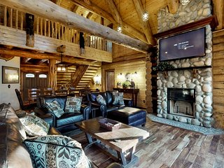 NEW LISTING! Luxury log home w/fireplace, deck & forest view-near Leavenworth