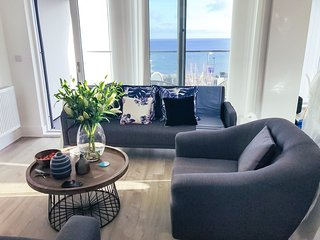Seaview West Coast - Luxury, central, two bedroom apartment with sea views